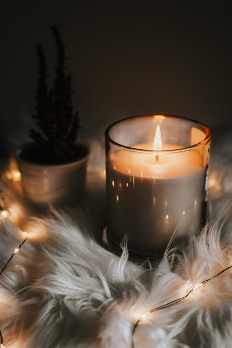Stosowanie świec zapachowych pozwala na wniesienie nowego zapachu do naszego domu.