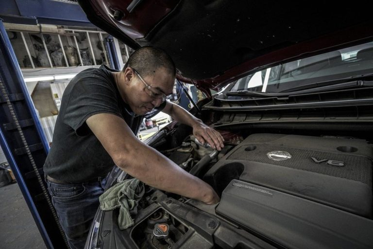Jak znaleźć odpowiedni serwis samochodów?