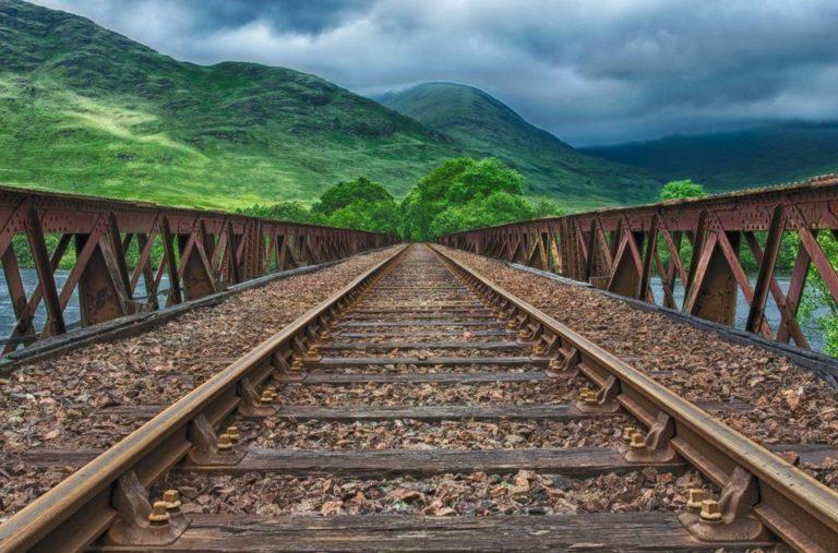Zależy ci na sprawdzonych rozwiązaniach, gdy idzie o sterowanie ruchem kolejowym?